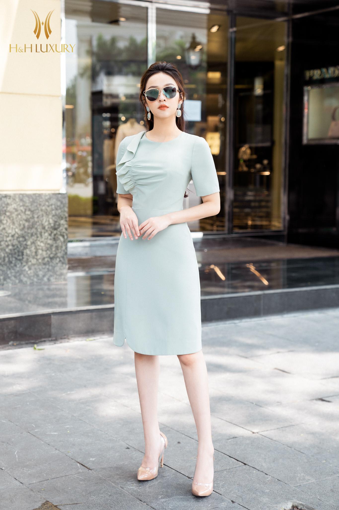 Đầm xanh bèo ngực