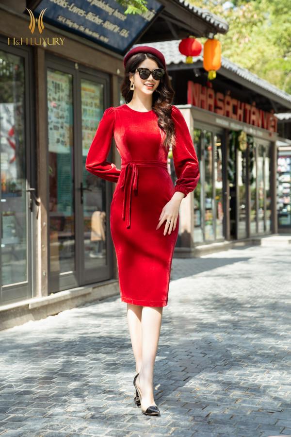 Đầm bút chì nhung đỏ buộc nơ eo