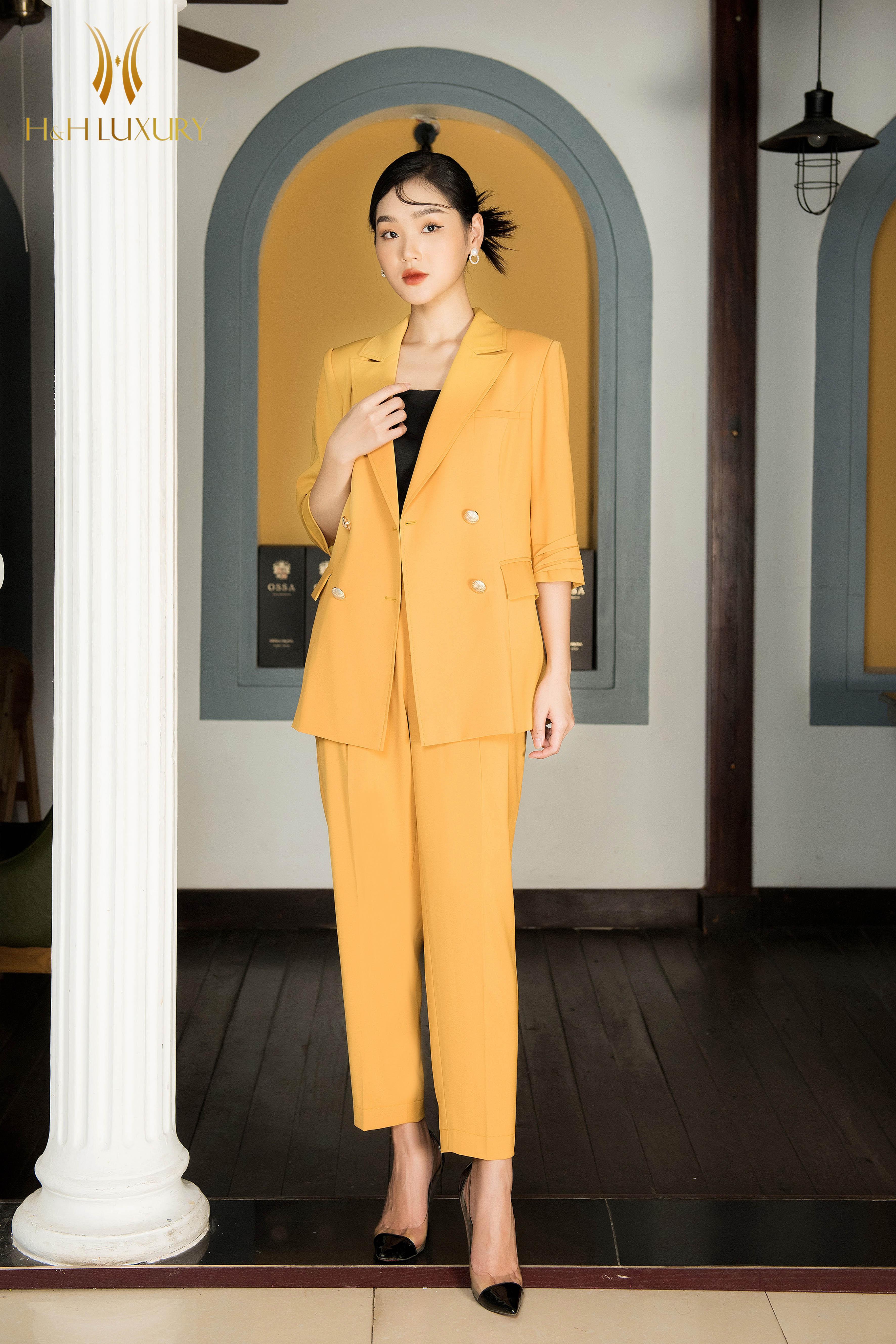 Áo vest cam vàng đính 4 cúc